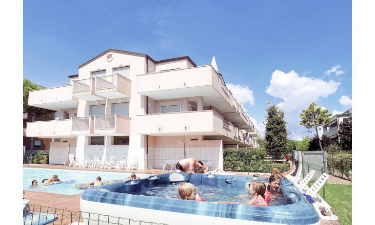 residence BOSCO CANORO: esterno con piscina
