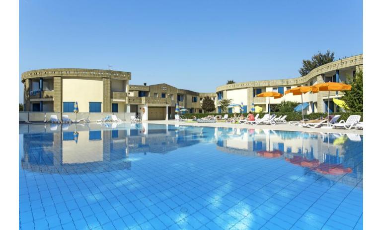 Residence GIRASOLI: Schwimmbecken