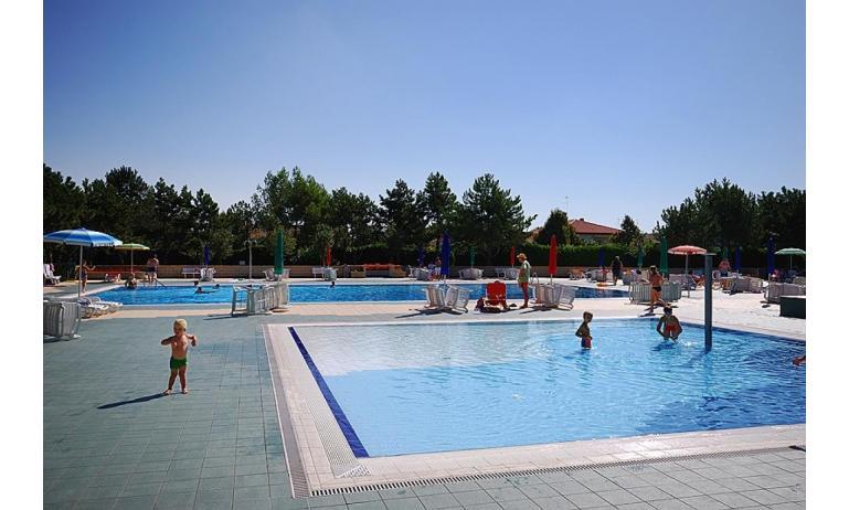 résidence VALBELLA: petite piscine
