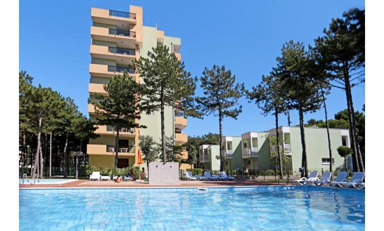appartamenti CASTELLO: esterno con piscina