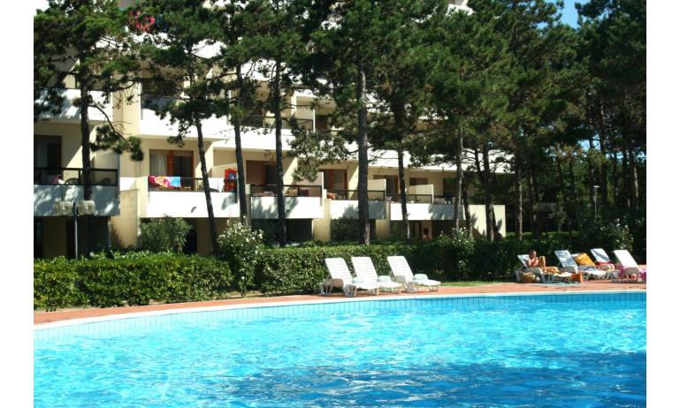 appartamenti CAMPIELLO: esterno con piscina