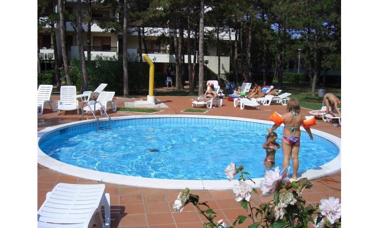 appartamenti CAMPIELLO: piscina bambini