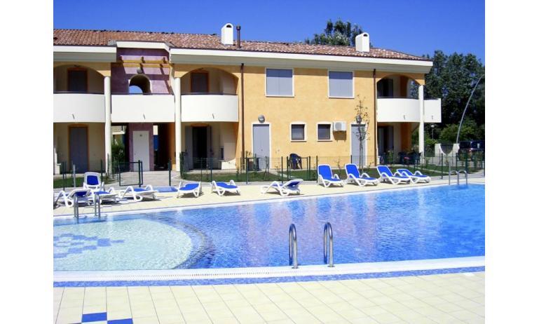 residence TULIPANO: esterno con piscina