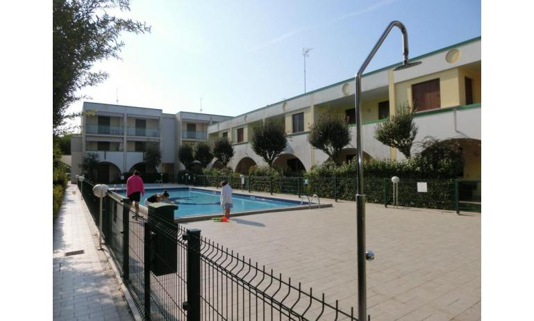 residence LIA: esterno con piscina