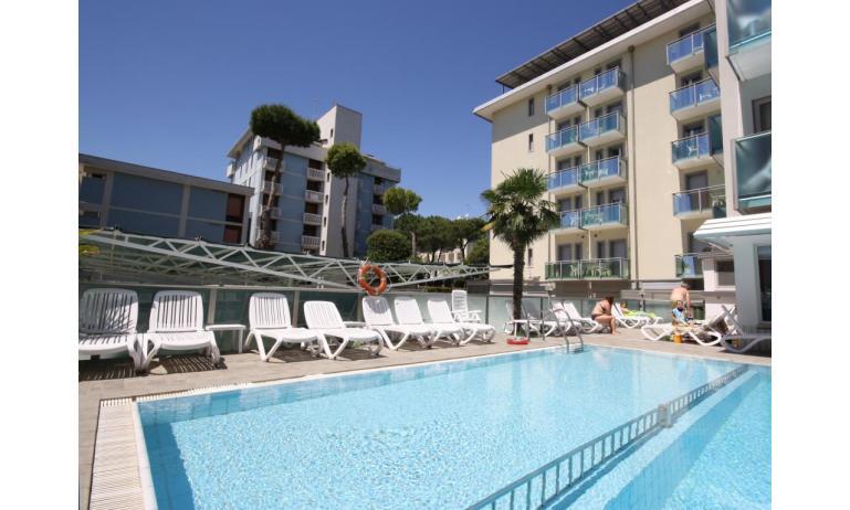 residence KATJA: esterno con piscina