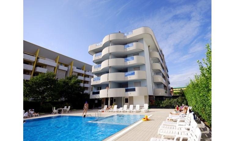 residence EUROSTAR: esterno con piscina