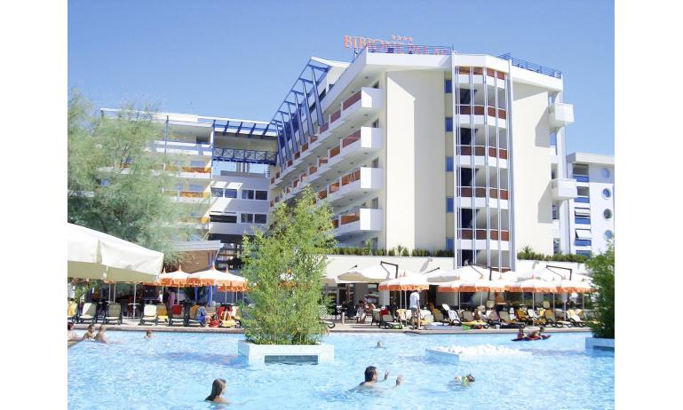 hotel BIBIONE PALACE: esterno con piscina