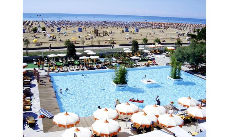 hotel BIBIONE PALACE: piscina