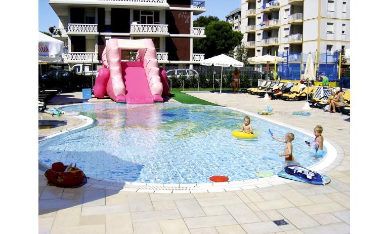 hotel BIBIONE PALACE: piscina per bambini