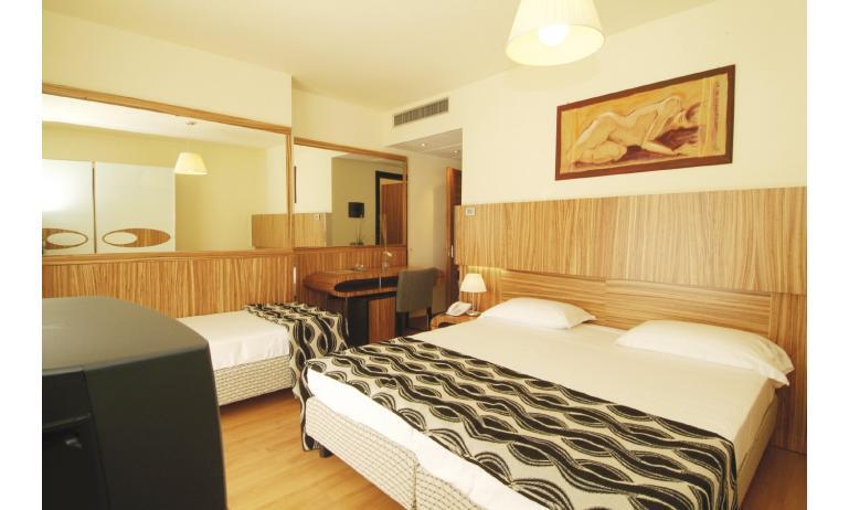 hotel BIBIONE PALACE: camera (esempio)