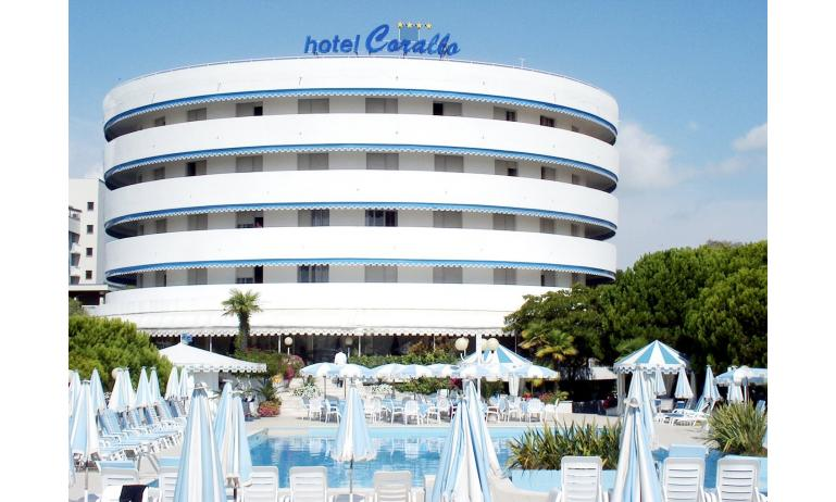 hotel CORALLO: esterno con piscina