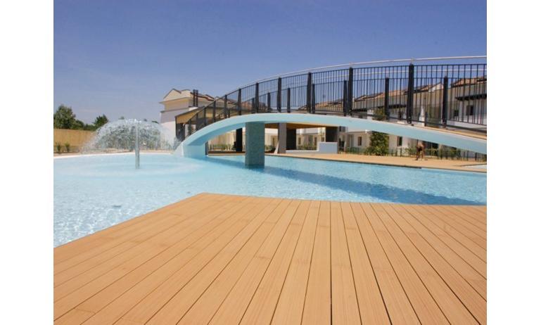 residence EVANIKE: piscina con idromassaggio