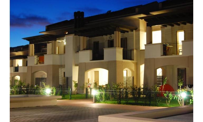 residence EVANIKE: esterno notturno