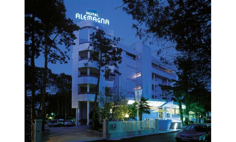 hotel ALEMAGNA: esterno notturno