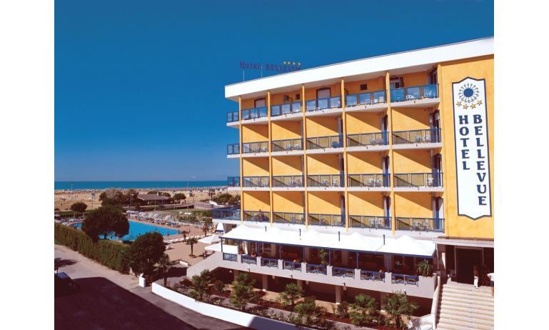 hotel BELLEVUE: esterno con piscina