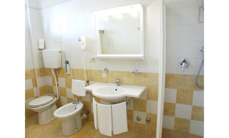 hotel BELLEVUE: bagno (esempio)