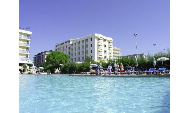 hotel EXCELSIOR: piscina