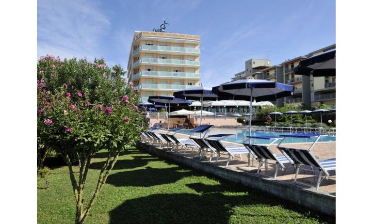 hotel ROYAL: esterno