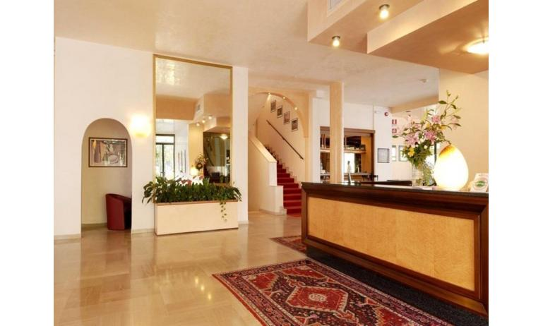 hotel ROYAL: hall