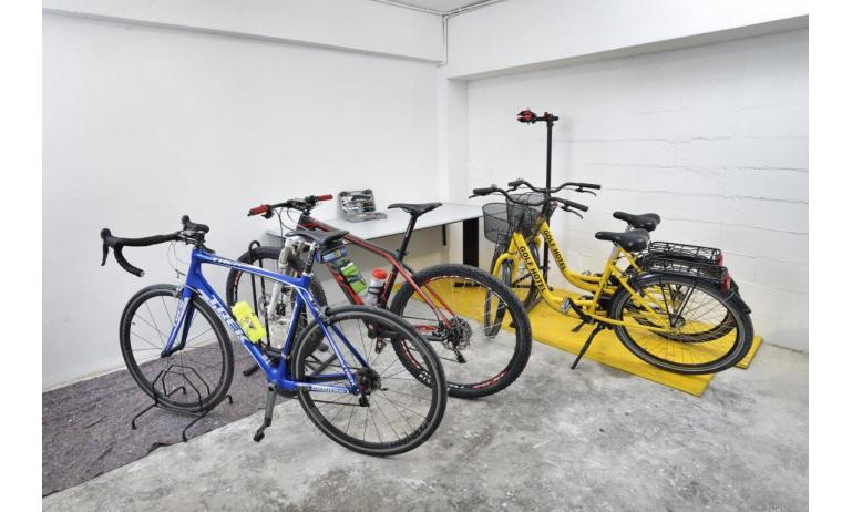 hotel GOLF: bike room
