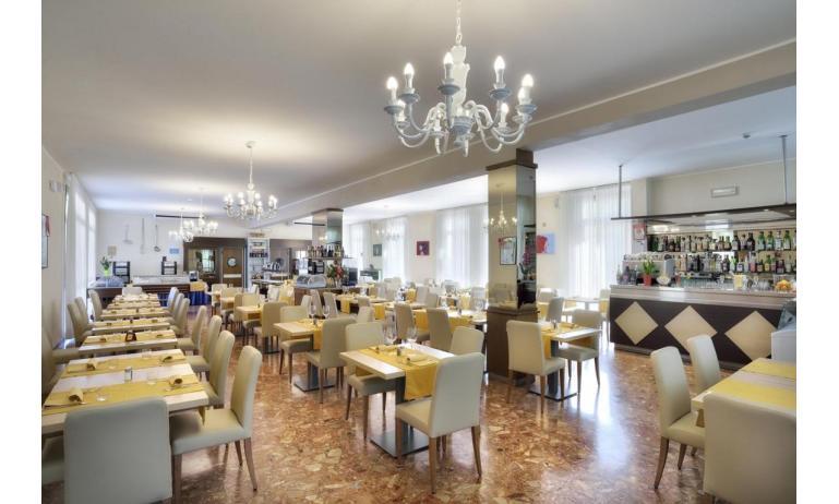 hotel GOLF: breakfast room
