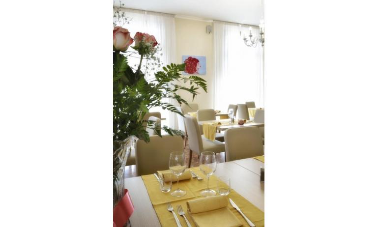 hotel GOLF: dining room