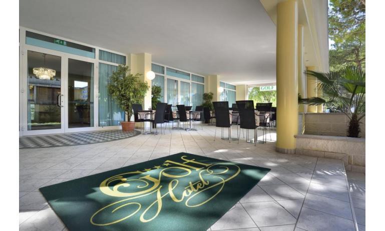 hotel GOLF: entrance