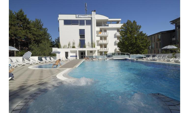 hotel FIRENZE: esterno con piscina