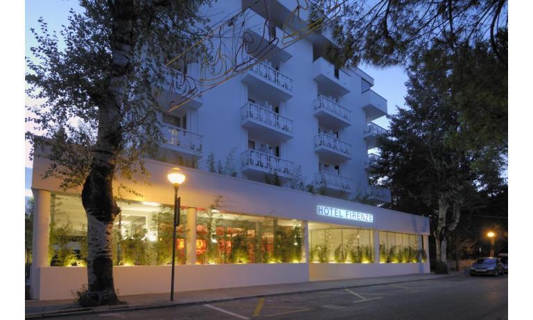 hotel FIRENZE: esterno notturno
