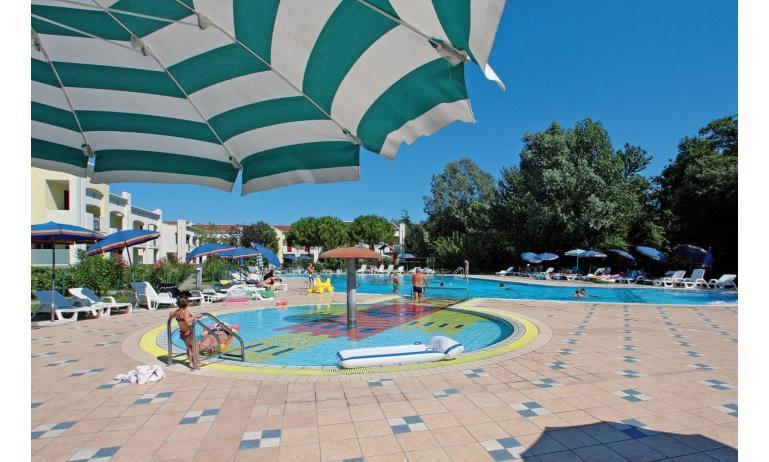 résidence CALYCANTHUS: piscine enfants