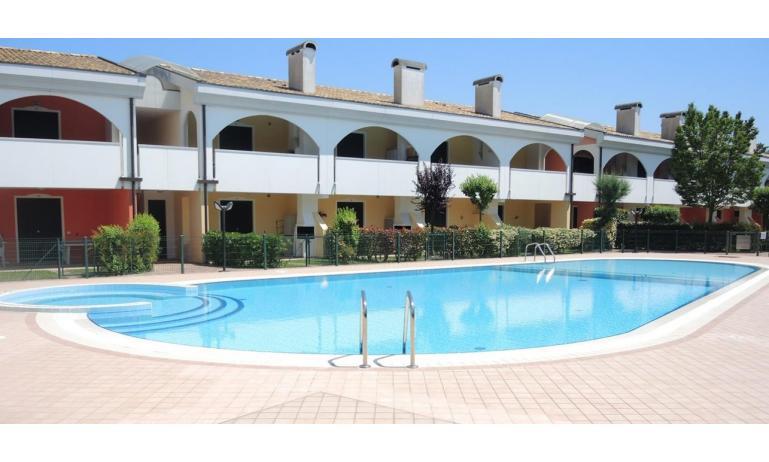 residence LEOPARDI: piscina