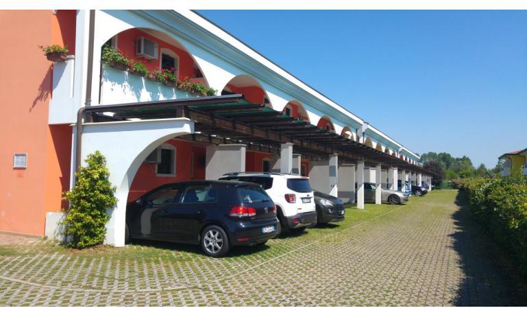 residence LEOPARDI: posto auto (esempio)