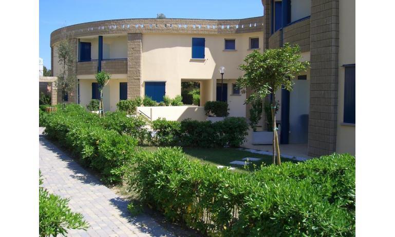 Residence GIRASOLI: B5 - Außenseite von Reihenhaus (Beispiel)