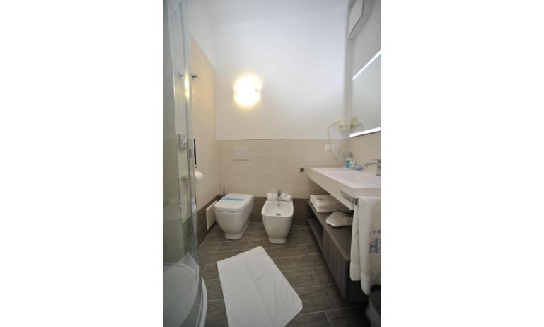 hotel CORALLO: Superior - bagno con box doccia (esempio)