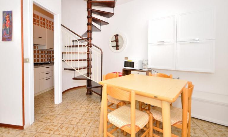 appartament VILLAGGIO TIVOLI: C7 - escaliers internes (exemple)