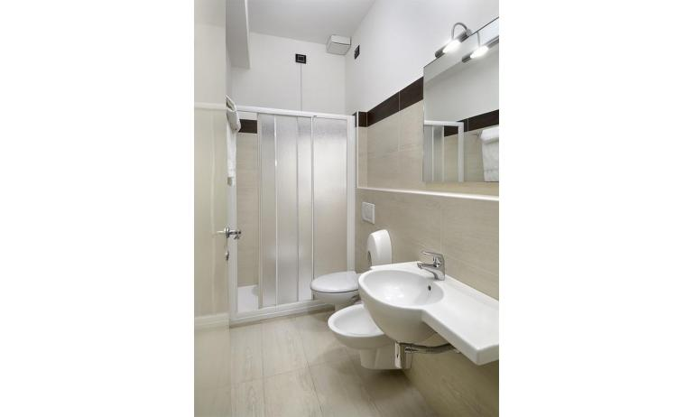 hotel GOLF: Star - bathroom with a shower enclosure (example)