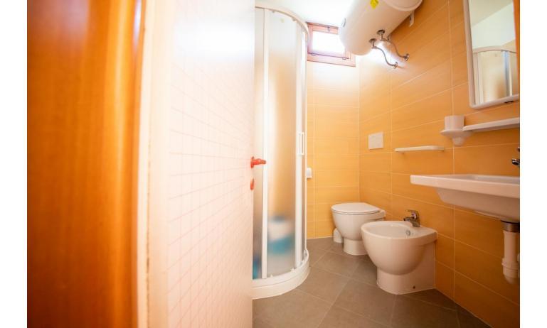 appartamenti CASTELLO: B4 - bagno con box doccia (esempio)