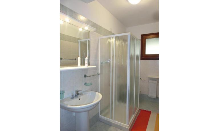 residence LEOPARDI: D8 - bagno con box doccia (esempio)
