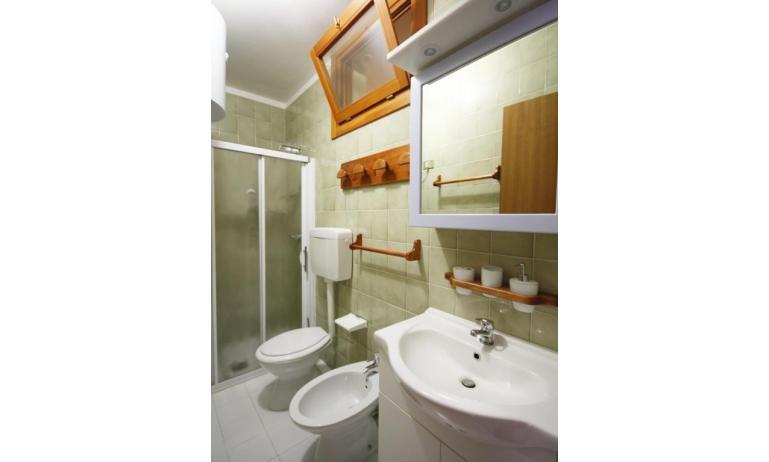 residence ITACA: B6* - bagno con box doccia (esempio)