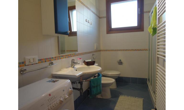 residence TULIPANO: C6 - bagno con lavatrice (esempio)