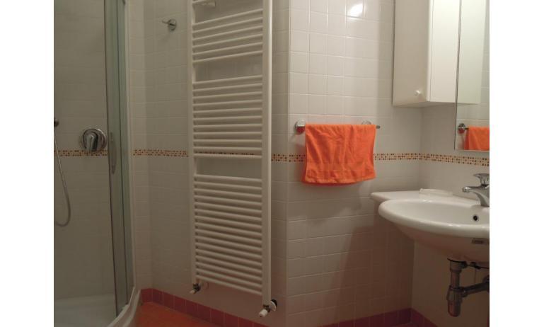 residence TULIPANO: C6 - bagno con box doccia (esempio)