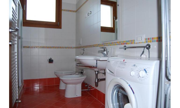 residence TULIPANO: D8 - bagno con lavatrice (esempio)