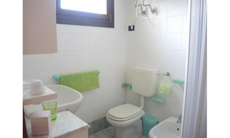 residence LIA: D7 - bagno con box doccia (esempio)