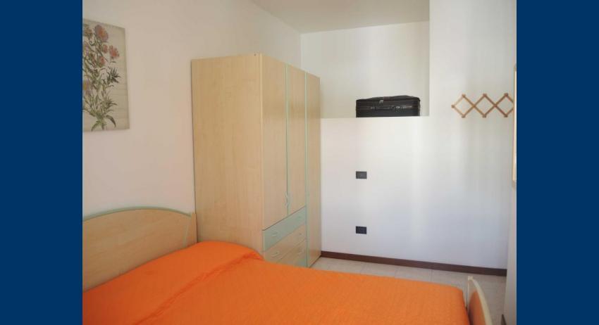D7 - double bedroom (example)