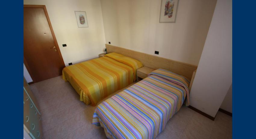 D7 - 3-beds room (example)