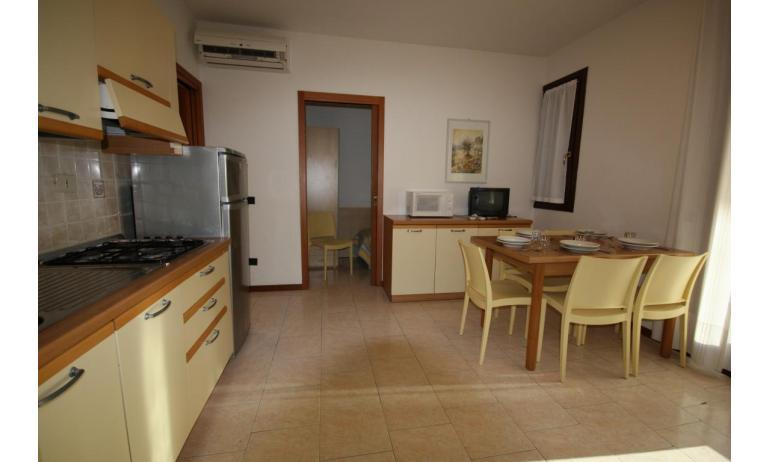 residence LIA: D7 - cucina (esempio)