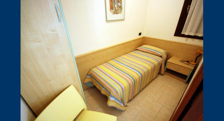 D7 - single bedroom (example)