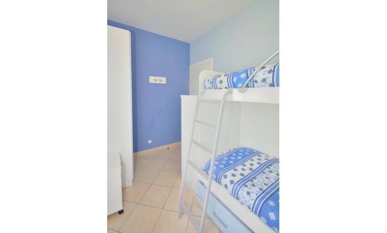 appartamenti VILLAGGIO MICHELANGELO: C6 - camera con letto a castello (esempio)