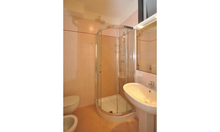 residence LUXOR: A3 - bagno con box doccia (esempio)