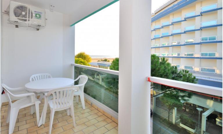 residence LUXOR: B4 - balcone vista mare (esempio)